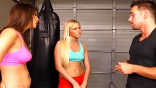 Juicy blondie is boxing looks kinky hot