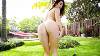 Eva Lovia Returns to Miami
