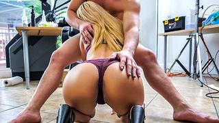 Uma Jolie decides to give porn a try